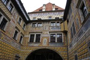 III двор
