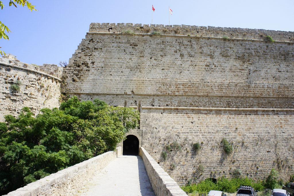 вход в Киренийский замок