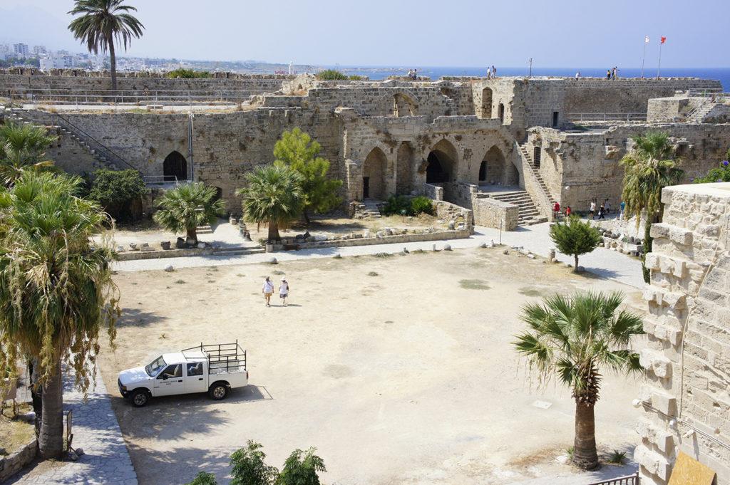 внутренний двор Киренийского замка